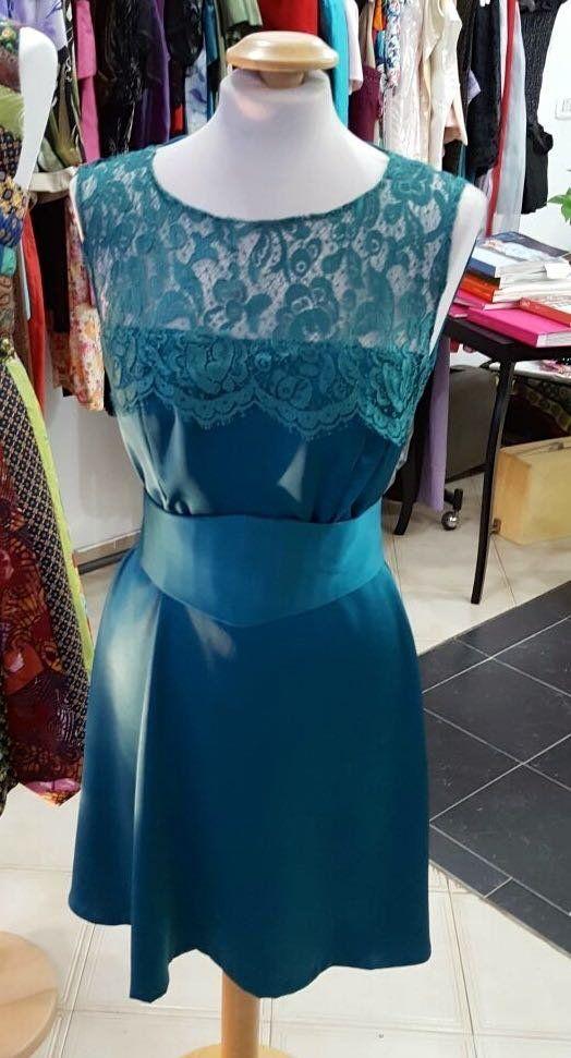 Prenota on line e indossa in negozio presso l'Atelier Alta Moda Lady R di Napoli. Vestiti anche su misura.Si paga scontato in negozio previa prenotazione online