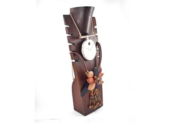 Bustos de madera para colgar collares. Idea perfecta para regalar estos reyes. http://aralartdecoracion.com/joyeros #Aralart #Expositor #Joyero #Busto #Collar #Regalo #Madera #Necklace #Display #NecklaceDisplay #Present #Joya #Bisuteria #Bustos #Jewel