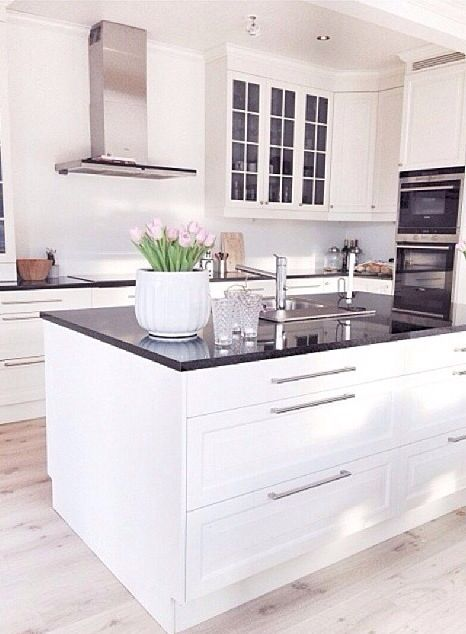 Love the drawers instead of lower cabinets with doors