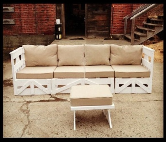 Single Couch 8 39 6 With Ottoman Aka Wooden Palette Couch
