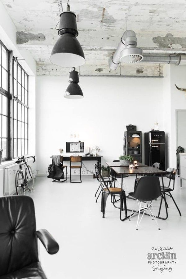 The best vintage office ideas with the most wonderful industrial lighting. #design #industrial #vintage #office | See more suggestions at www.delightfull.eu