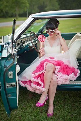 カジュアルなパーティに☆ミモレ丈の下からインパクト大なカラーバニエを見せる上級者コーデ♡ 真夏のお色直しのアイデア☆