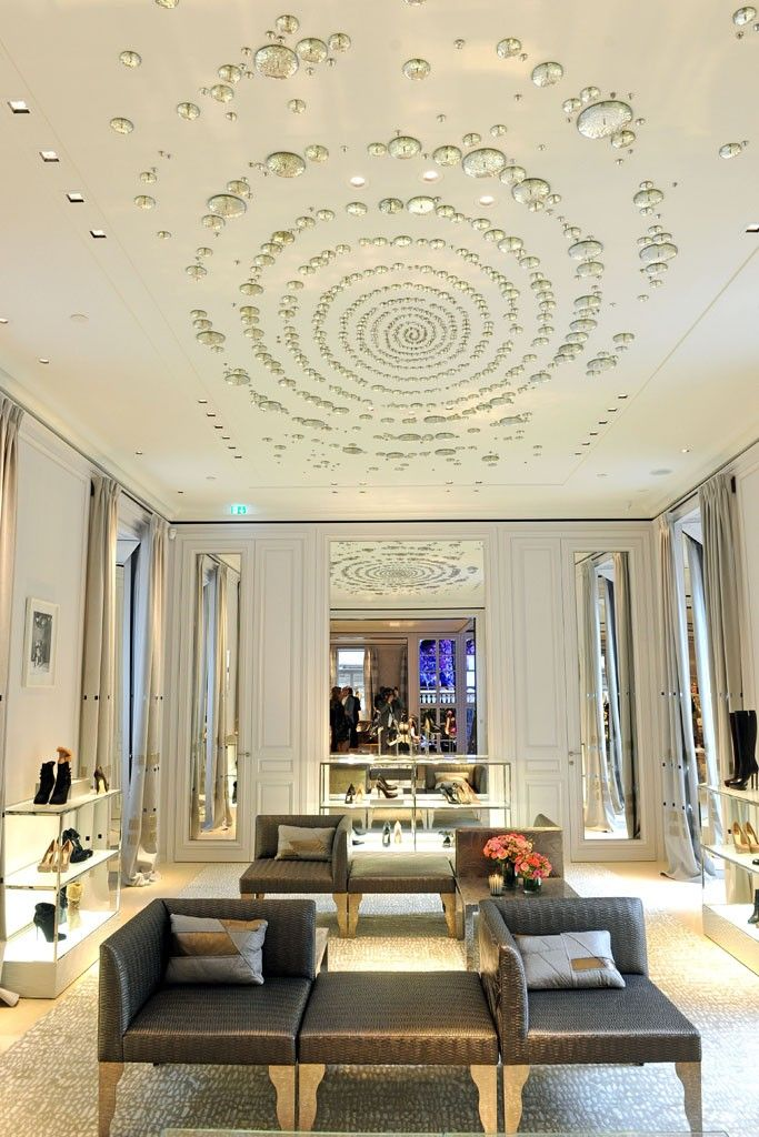 Dior unveils renovated milan boutique milan dior and for Boutique interior design