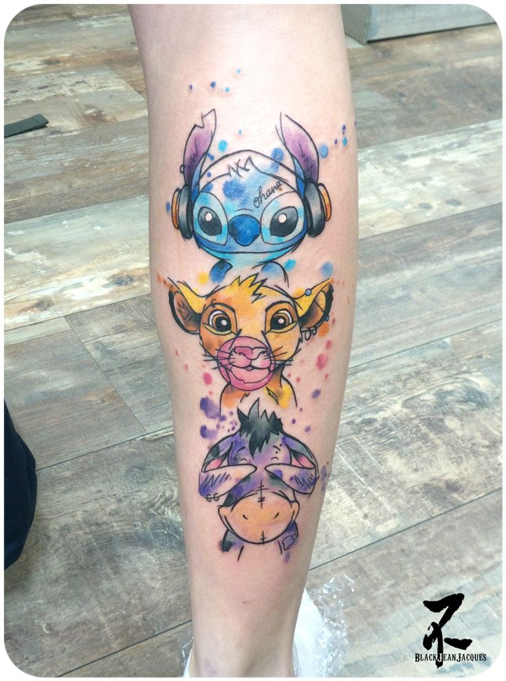 Un totem des 'singes de la sagesse' façon Disney, réalisé par mes soins #totem #cartoon #disney #wisdom monkey #stitch #headphones #simba #chewinggum #eeyore #blind  #colortattoo #graphictattoo #watercolor #watercolortattoo #tattoo #tatouage #painted #girlswithtattoos #cartoontattoo #tatts #tattooart #tattooartist #zeldabjj #zeldablackjeanjacques #tattoomag