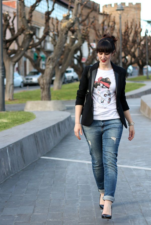 I like this outfit. Graphic tee, the blazer with leather accent, the rolled up jeans. But I would do flats.