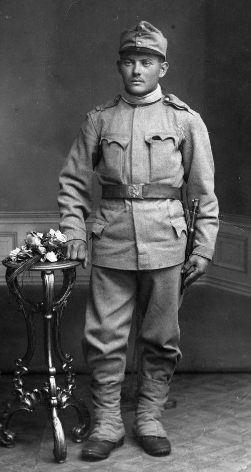 Infantryman in field uniform, 1914