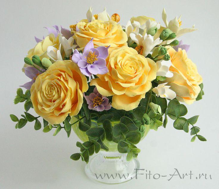Букет с желтыми розами и водосборами. Цветы из полимерной глины. Екатерина Звержанская.