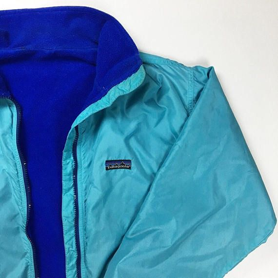 Up for sale is a vintage Womens patagonia fleece lined jacket. In great condition. Jacket has been cleaned. Missing size tag but fits like a womens small so review measurements length 23.5 inches. Pit to pit 20.5 inches. Sleeve length 22 inches I ship worldwide and accept all methods of