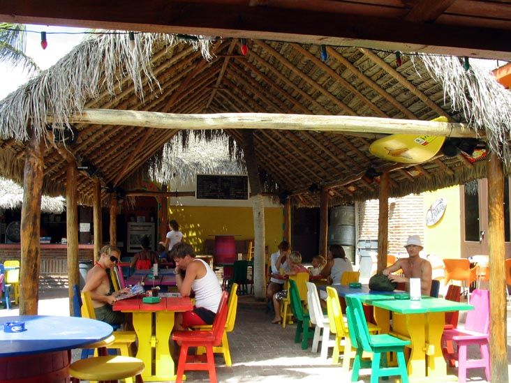 Havana Beach Bar, L.G. Smith Boulevard 1, Oranjestad, Aruba