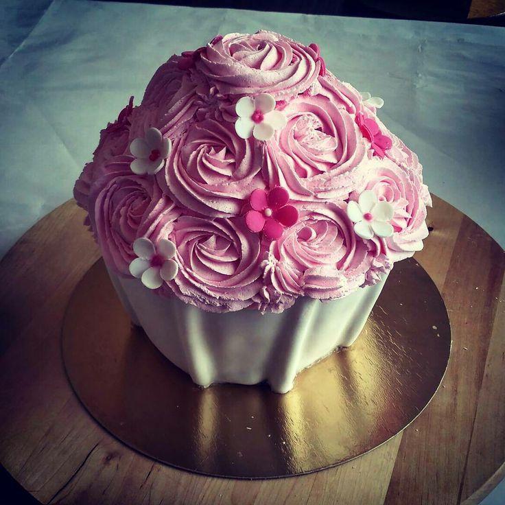 Cupcake cake #giant #giantcupcake #cake