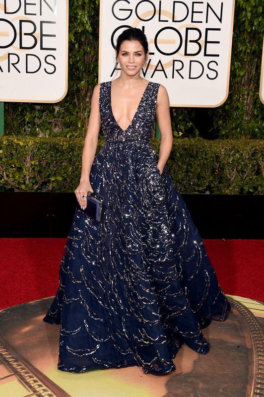 Jenna Dewan o cómo brillar más allá de las lentejuelas. La actriz y esposa de Channing Tatum eligió un precioso vestido de Zuhair Murad Couture con vuelo en azul noche y lentejuelas. Lo combinó con joyas de Lorraine Swartz.