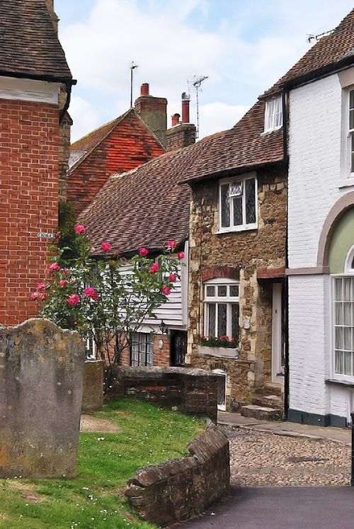 The corner leading round Church Square to West Street in Rye, East Sussex (via Luthien Thye / Pinterest)  enchantedengland: Oh how wonderful is this? THANK YOU THANK YOU!!!  #things that make me happy