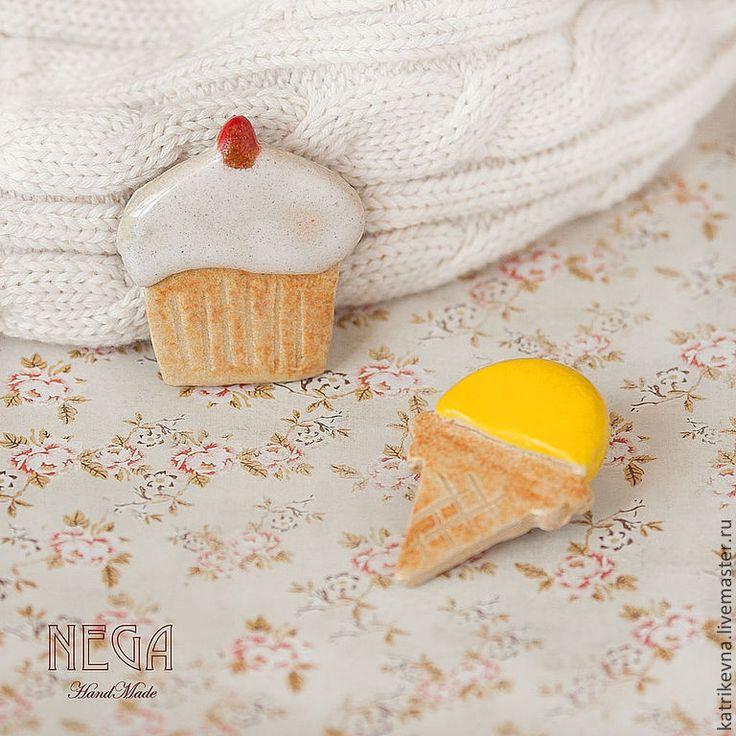 """Купить Броши """"Девичьи радости"""" из серии: Простые люди. Простые вещи. - бежевый, кекс, мороженое"""