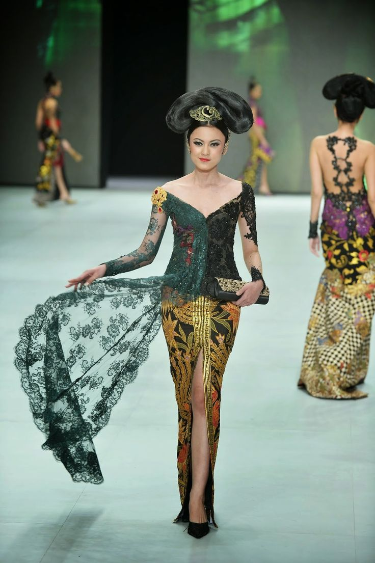 https://www.instagram.com/wrdnfashionindo/ - Indonesia Fashion Week 2014 - Kebaya Indonesia - Legong Srimpi by Anne Avantie
