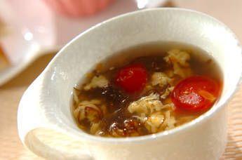 酸味のあるもずくとトマトは相性抜群。疲れがとれる、身体に良いスープです。