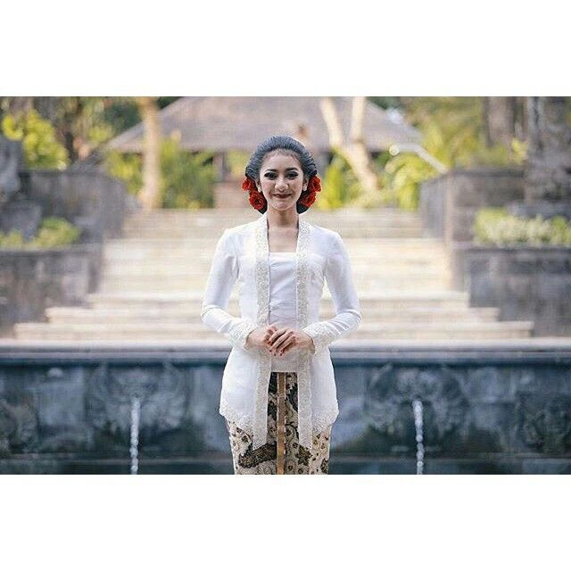 Javanese bride in white