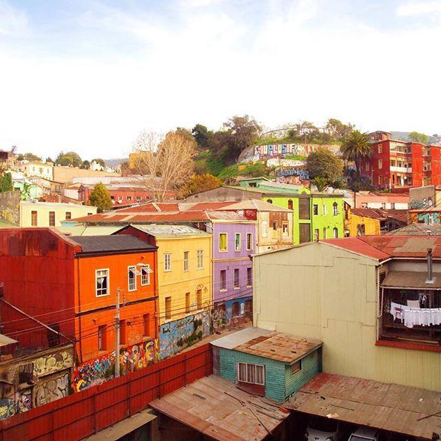 Valparaíso, Chile  ✨ . . . .  #vscocam #vsco #colorpastel #valparaiso #colorful #agameoftones #beautifuldestinations #wonderful_places #streetphotography #sonwelitt #urbanromantix #urbanexploration #livethelittlethings #farbenfroh #splendid_reflections #instagoodmyphoto #sunset #sunrays #lestgosomewhere #chileestuyo #ig_chilelindo #vscolover #beautifuldestinations #worldtravelpics #exploretocreate #nffeature #streetdreamsmag #lifeofadventure