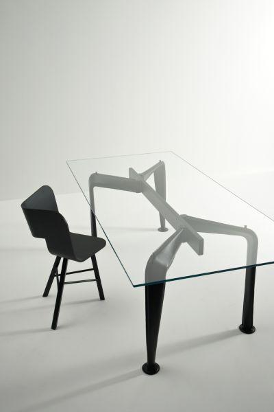 Tavolo Asymmetrical- design Sezgin Aksu e Silvia Suardi - Colè