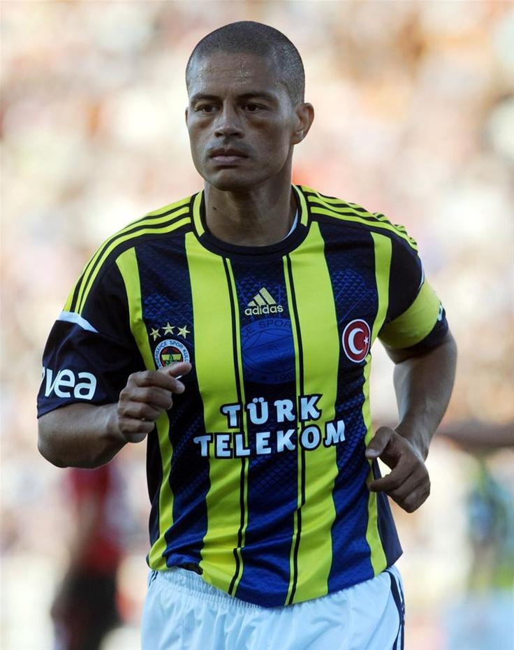 Alex, hayattayken Türkiye'de heykeli dikilen ilk futbolcu olmaya hazırlanıyor.