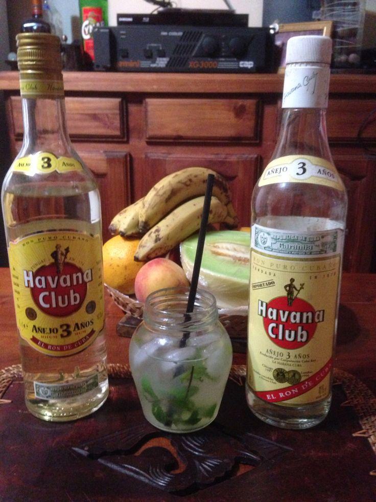 Mojito casero, meta de la huerta, limón, azúcar, ron cubano.