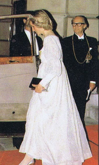 Memories Of Diana : Attending Banquet At The Royal Society Of Arts  Posted: 05 Jun 2013 01:51 AM PDT Today's Memories Of Diana is from May 14th 1984.  Princess Diana was pictured arriving for a banquet at the Royal Society Of Arts, in Piccadilly in London.  The event came during her pregnancy with Prince Harry, and she wore a glamorous white evening gown embroidered with silver threads.