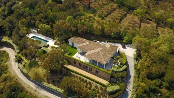 Superb contemporary Villa near the village #Grimaud  This superb modern house, near the village, on a plot of 4200 sqm,wth swimming pool and a large garage.  This modern house built on 2007 offers: - Large entrance with office - Guest toilets - Large reception rooms over 100 m² with fire place and open onto panoramic terrace. - Master bedroom with https://aiximmo.ch/en/listing/superb-contemporary-villa-near-the-village/  #frenchriviera #cotedazur #mallorca #marbella #sa