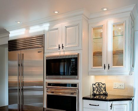 *Moulding Monday* This design has used EK70 crown moulding above a EK336 stacker moulding and then under the cabinet as a light valance they...