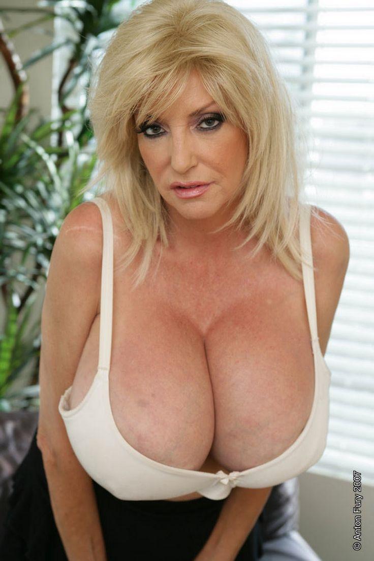 Dee Dee Deluxx Porn Videos
