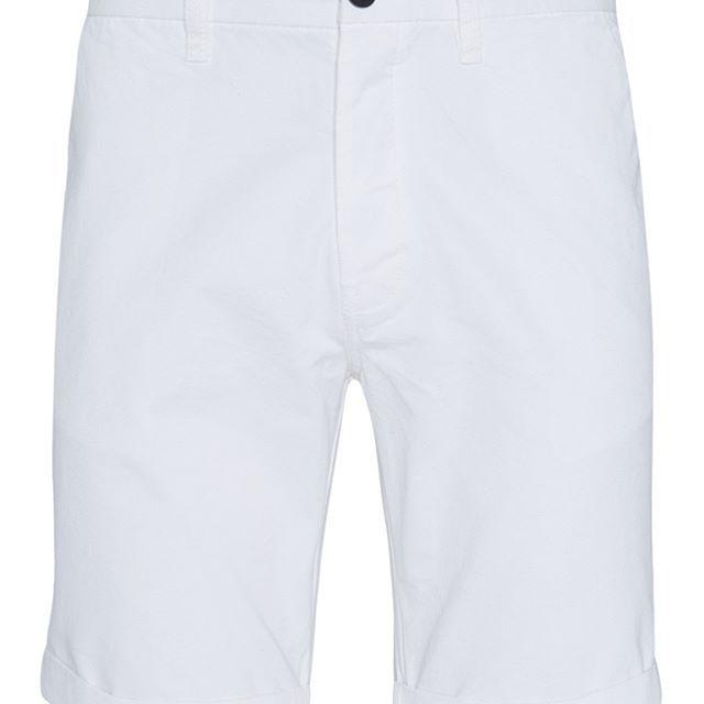 Pantalón corto chino blanco  Categoría:#pantalones_cortos_hombre #pantalones_hombre #primark_hombre #ropa_de_hombre en #PRIMARK #PRIMANIA #primarkespaña  Más detalles en: http://ift.tt/2FGIEVP