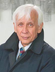 Rodolfo Llinás Riascos (Bogotá, 16 de diciembre de 1934), MD, Ph. D. ODB, es un médico neurofisiólogo colombiano.