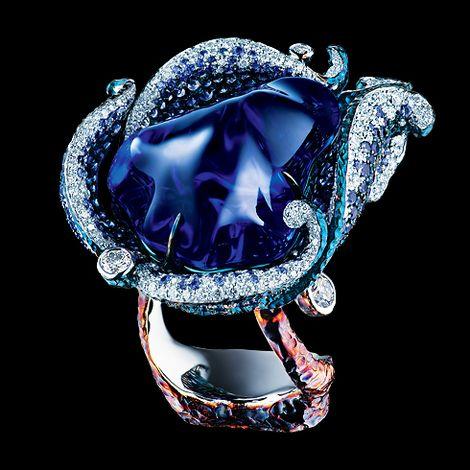 Blue Tulip Ring: 18K white gold; 1 baroque tanzanite 43,05ct; 329 diamonds 2.19ct; 581 sapphires 4.98ct