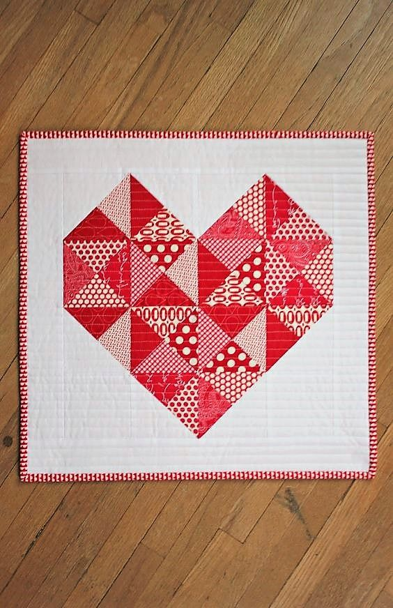Free Mini Quilt Patterns - Cute Little mini - the link leads to a blank page but easy enough to make from the picture