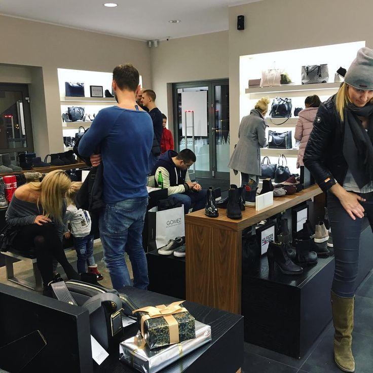 Noc zakupów rozkręciła się na dobre ⭐️🍾💫 #gomezfashionnight #shoppingnight #gomezpl #gomezfashionstore #gomezlove #gomezstyle #instafashion #fashionlovers