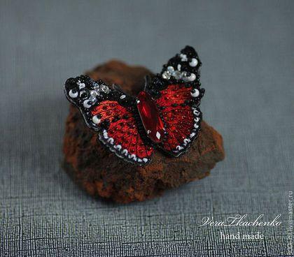 """Броши ручной работы. Ярмарка Мастеров - ручная работа. Купить Брошь-бабочка """"Цвет страсти"""". Handmade. Ярко-красный, шелк"""