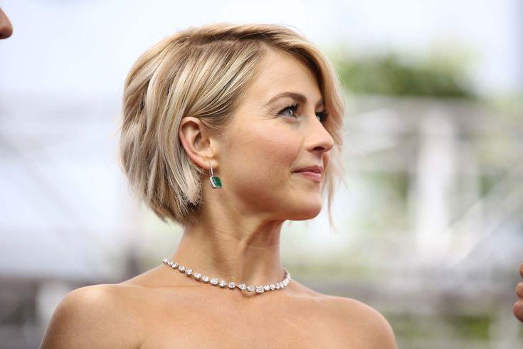 Emmy Awards: les 15 looks beauté à copier | Femina La chanteuse Julianne Hough donne de la légèreté à sa coupe en ondulant ses cheveux méchés.