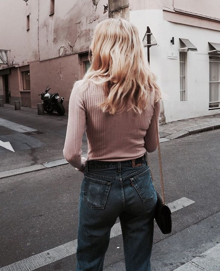 Pink turtle neck jumper and high waist jeans | winter fashion