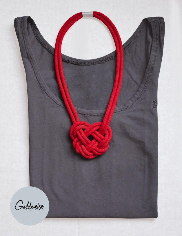 Kette aus handgefärbtem  Baumwollseil in Form eines Herz / hand braided yarn necklace in shape of a heart made by Goldmeise via DaWanda.com