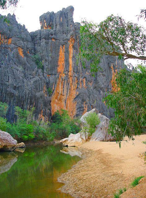 Windjana Gorge National Park in Kimberley, Western Australia (by Uhlenhorst). I wanna climb this