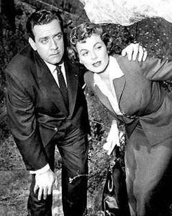 Perry Mason and Della Street Perry Mason Show- an American dramatized court show produced by Paisano Productions that ran from September 1957 to May 1966 on CBS. The title character, portrayed by Raymond Burr, is a fictional Los Angeles defense attorney who originally appeared in detective fiction by Erle Stanley Gardner