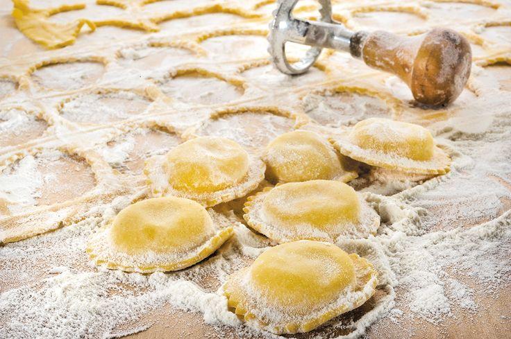 Si cucina sempre pensando a qualcuno, altrimenti stai solo preparando da mangiare. [Egyzia, Twitter] #Poggiolini #pasta #pastafresca #quote
