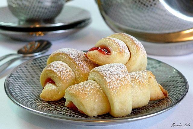 Рогалики Потрясающе вкусное и легкое в приготовлении слоеное тесто.