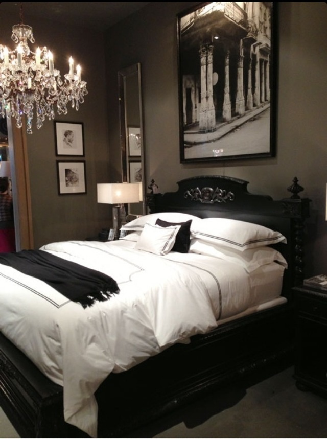 Dramatic and soothing at the same time home decor for Dramatic beds