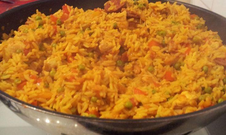 Recette Riz au poulet à l'espagnole : Ce plat typique espagnol est un plat complet et rapide à réaliser.