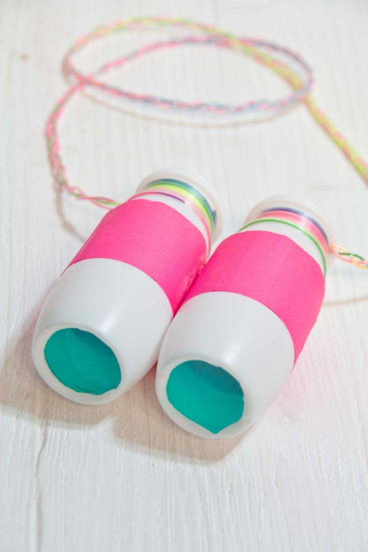 Binoculars amb envasos de plàstic.
