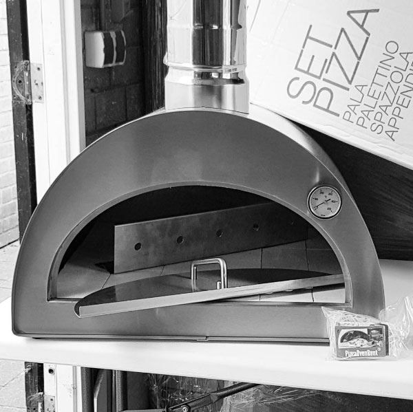 This pizza oven weighs only 45 kg in total. One of the most efficient pizza ovens and it's a portable pizza oven! ...