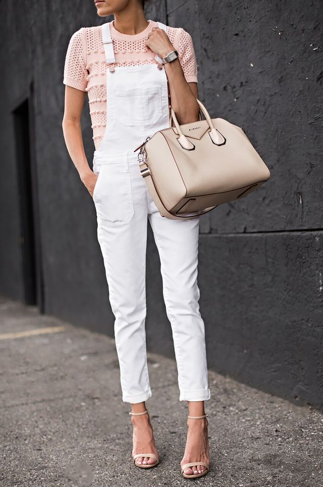 DETAILS: TOP (30% OFF CODE: BRDAD) | WHITE OVERALLS (OLD – SIMILAR HERE UNDER $60) | NUDE SANDALS | BEIGE TOTE | WATCH ( BUDGET-FRIENDLY OPTION HERE) | SUNGLASSES | MESSY BUN TUTORIAL HERE Happy Frida