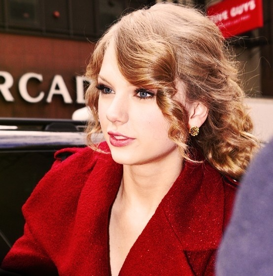 Download Taylor Swift MP3 Music......
