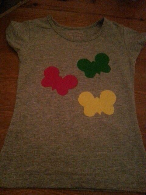 Flockfolie vlinders op T-shirt meisje.