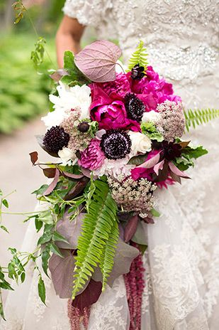 glam bride with pink bridal bouquet | www.onefabday.com
