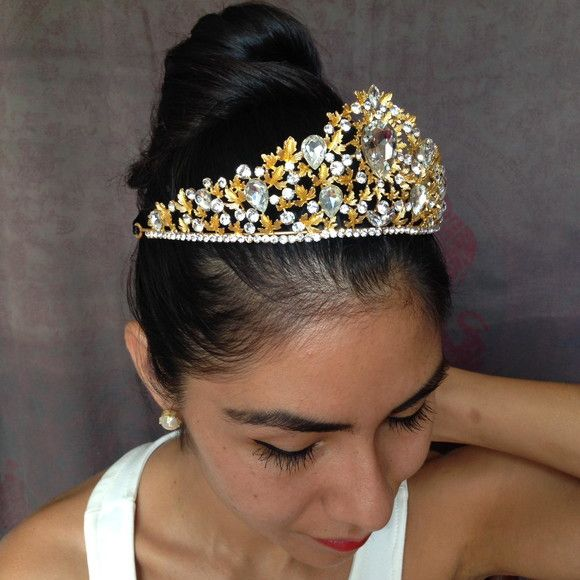 Coroa Rainha Antonia #noiva #noivas #coroa_de_noiva #15 anos #debutante #debutantes #coroa #debut #casamento